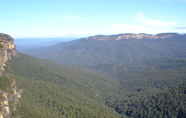 The beautiful blue mountains. Photo flickr/10uta02